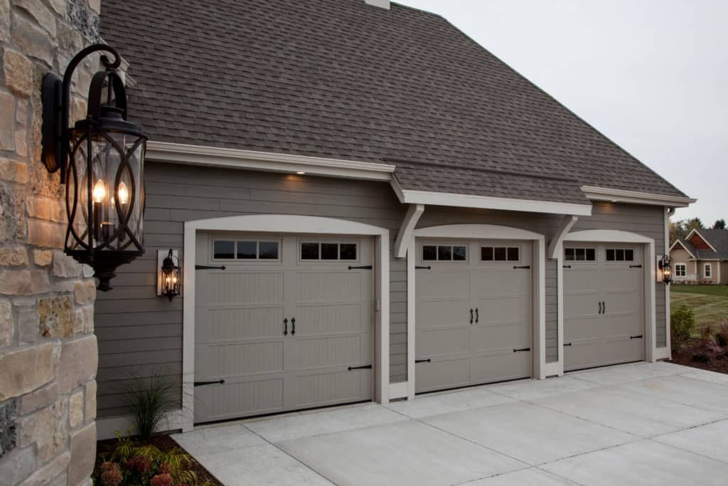 664 39 Trinar Beige Carriage House Doors